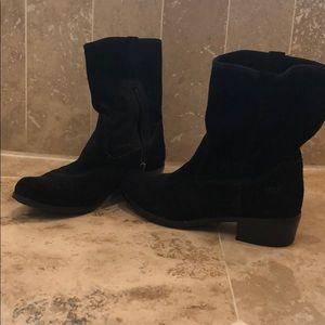 UGG black short boot size 6
